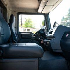 Koniowóz MAN TGL szary kabina