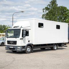 Koniowóz MAN TGL Biały