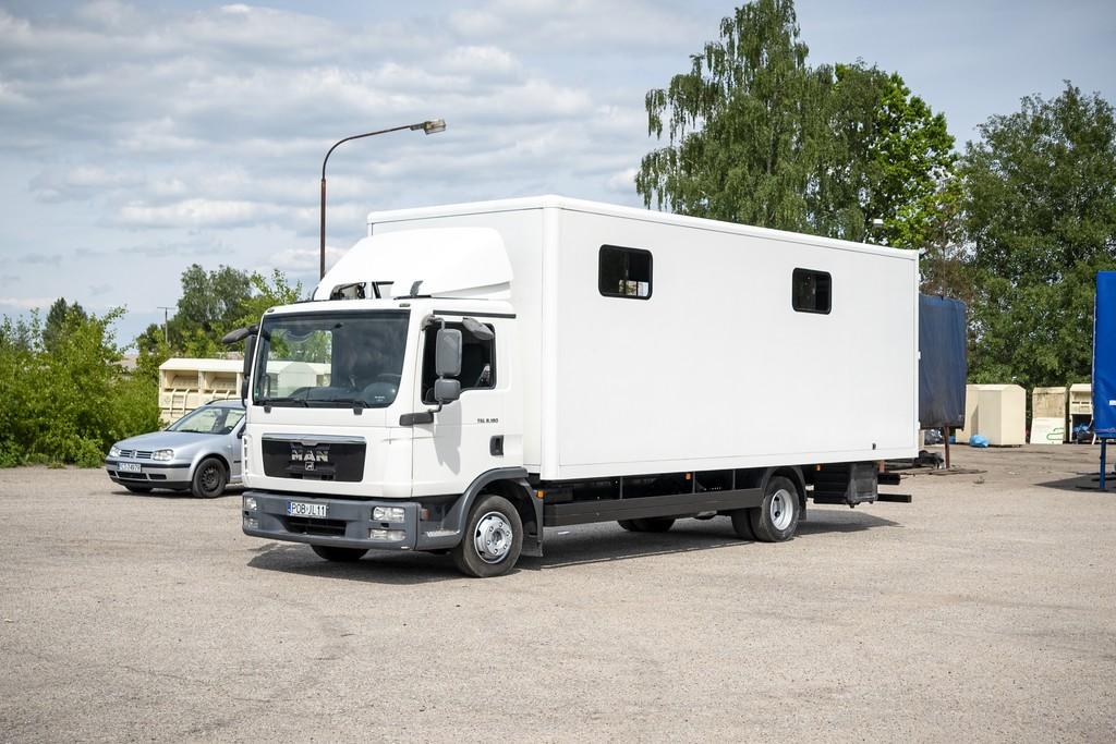 WTM6461 - Koniowozy Struś - profesjonalne koniowozy na zamówienie
